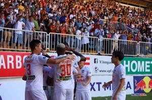 Xuân Trường lập siêu phẩm, HAGL thắng Hà Nội tiếp tục bay cao