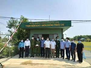 Trảng Bàng (Tây Ninh): Thăm, tặng quà các chốt phòng, chống dịch Covid-19 trên tuyến biên giới