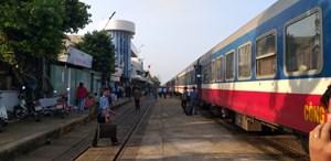 Đường sắt tạm dừng đón, trả khách tại ga Hải Dương