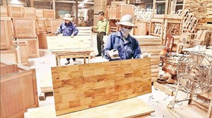 Xuất khẩu gỗ tăng trưởng trong khó khăn