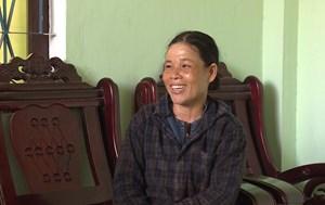 Nữ phụ hồ trả lại 150 triệu trong tấm bạt phơi lúa
