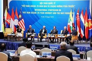 'Việt Nam - ASEAN: 25 năm qua và chặng đường phía trước'