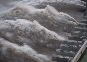 Trung Quốc: Lũ lụt diễn biến nguy hiểm