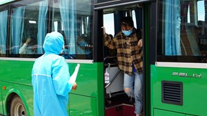 Hơn 720 người dân Quảng Ngãi bị mắc kẹt ở Đà Nẵng về quê an toàn