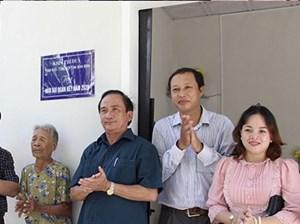 Bình Định: Bàn giao 2 nhà Đại đoàn kết cho hộ nghèo