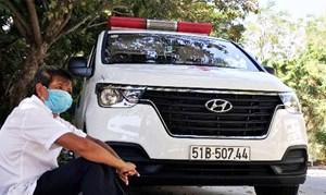 Ông Đoàn Ngọc Hải ghé Đà Nẵng chờ đưa bệnh nhân nghèo về quê