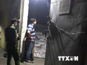 Bình Dương: Hàng trăm bao phân bón bị đổ làm 2 công nhân tử vong