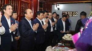 Thủ tướng Nguyễn Xuân Phúc dâng hương Đền Quốc Tổ Lạc Long Quân