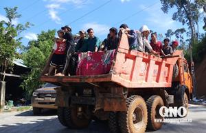 [VIDEO] Người dân dùng xe tải chở nạn nhân sạt lở ở Trà Leng đi cấp cứu