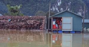 Lo nhà cho người nghèo vùng lũ