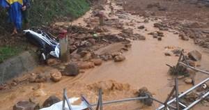 Quảng Ngãi: Xác minh thông tin một số người mất tích sau vụ lở núi