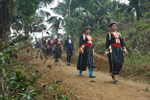 Người dân Khai Trung hiến đất làm đường