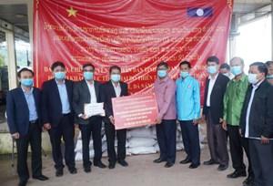 Tỉnh Salavan (Lào) hỗ trợ đồng bào miền Trung khắc phục hậu quả bão lũ