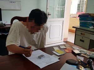 Bắt quả tang nam sinh viên cạy cửa ô tô, trộm tài sản trong trường học