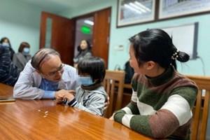 Chuyên gia BV Nhi trung ương giúp bé gái tí hon cao thêm 28 cm