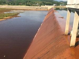 Vụ nước sông La đổi màu: Tranh cãi xung quanh kết luận của tỉnh Hà Tĩnh