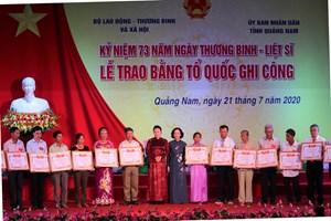 Chủ tịch Quốc hội trao Bằng Tổ quốc ghi công cho 73 thân nhân liệt sĩ