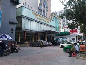 Nghệ An: Theo mẹ đi làm, một bé trai bị rơi từ tầng 9 khách sạn tử vong