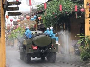 [ẢNH] 6 xe chuyên dụng của quân đội phun khử trùng phố cổ Hội An