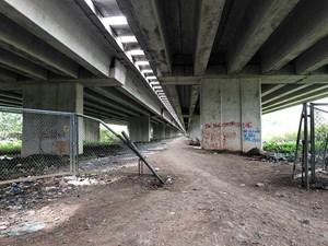Không cấp phép làm đường dưới gầm đường cao tốc