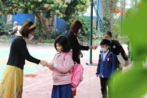 Học sinh Hà Nội ngày đầu đến trường sau kỳ nghỉ Tết dài