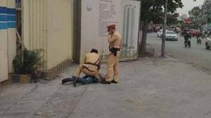 Hà Nội: Tạm giữ tài xế say xỉn đấm Thượng úy công an