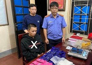 Thanh niên 15 tuổi bị bắt khi đang vận chuyển 1 kg ma túy đá cùng 10 nghìn viên ma túy tổng hợp