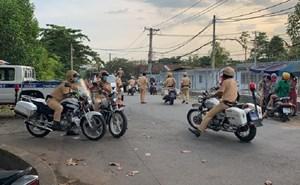 Tổ chức đua xe trái phép, hàng trăm thanh niên bỏ chạy khi bị Công an vây ráp