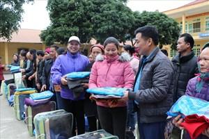 Yên Bái: Tặng quà Tết đến 100% hộ nghèo