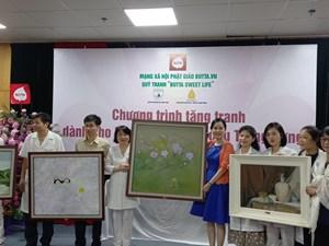 Lần thứ 5 liên tiếp, Quỹ tranh 'Butta sweet life' trao tặng tranh cho Bệnh viện