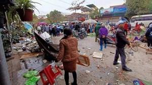 Hải Phòng: Xe ô tô bất ngờ lao vào chợ khiến tiểu thương hoảng loạn