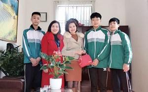 Quảng Ninh: 3 học sinh lớp 9 trả lại hơn 20 triệu đồng nhặt được cho người đánh mất