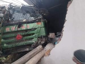 Quảng Ninh: Xe tải tông thẳng nhà dân do tài xế buồn ngủ