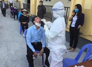 Quảng Ninh: Thị xã Đông Triều lấy mẫu xét nghiệm cho lực lượng xã, phường tham gia phòng chống dịch