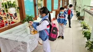 Quảng Ninh: Chi trả toàn bộ kinh phí cách ly, lấy mẫu xét nghiệm cho học sinh trên địa bàn TP Hạ Long