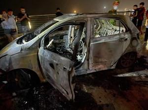 Quảng Ninh: Xe ô tô bất ngờ bốc cháy khi đang lưu thông