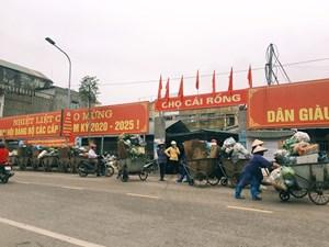 Quảng Ninh: Người dân bức xúc vì điểm thu gom rác trước cổng chợ