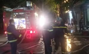 Hải Phòng: Cứu 3 người đàn ông vụ cháy nhà ống bốn tầng