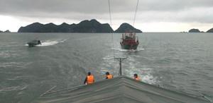 Hải Phòng: BĐBP cứu tàu cá có 2 thuyền viên trôi dạt trên biển