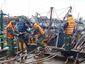 Quảng Ninh: Bắn 48 quả pháo hiệu báo bão và cấm 1 chiều cầu Bãi Cháy