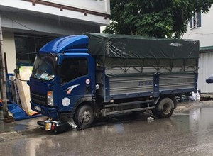 Hải Dương: Va chạm với ô tô tải, cháu gái 16 tuổi tử vong tại chỗ