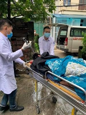 Quảng Ninh: Hãi hùng người đàn ông bị phóng dao găm vào đầu