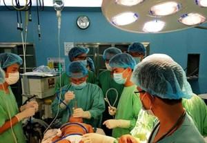 Kịp thời cứu cháu bé 23 tháng tuổi bị hóc hạt dưa