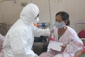 Mặt trận Quảng Trị tặng quà bệnh nhân tại BV Trung ương Huế