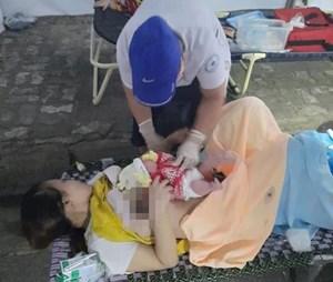 Thai phụ chuyển dạ sinh con ngay tại chốt kiểm soát y tế