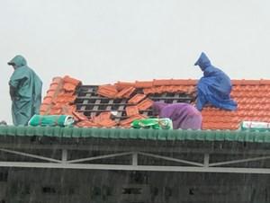 Hơn 20 ngôi nhà tại Thừa Thiên-Huế bị tốc mái do ảnh hưởng của bão số 5