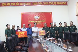 Bộ Tư lệnh Quân khu 4 trao tặng quà hỗ trợ người dân ảnh hưởng mưa lũ