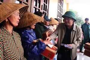 Quảng Trị: Thăm, tặng quà cho người dân các giáo xứ bị ảnh hưởng mưa lũ