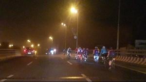 Những đoàn xe đạp đua 'với tử thần' trên đường Võ Nguyên Giáp