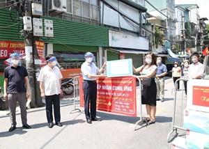 Chủ tịch HĐND TP Hà Nội Nguyễn Ngọc Tuấn kiểm tra công tác phòng dịch tại phường Chương Dương